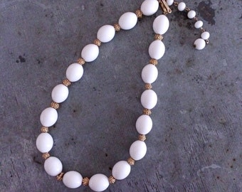Trifari white lucite necklace, white necklace, vintage necklace, trifari vintage, white choker, white bead necklace, bridal necklace,