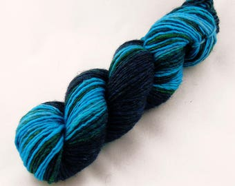 Ocean Deeps - Aran weight hand spun yarn - Thick and Thin gradient singles - Mixed Fibres