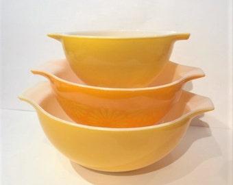 Pyrex Daisy Pattern Cinderella Bowl| Pyrex Cinderella Bowls| Yellow Pyrex Mixing Bowls