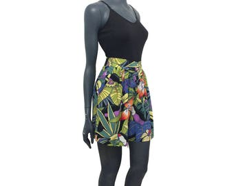 Vintage 80s 90s Bird Toucan Tropical Lily Flower Leaf Print Shorts 8