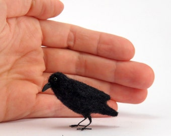 Felted raven black crow, Felted bird,  tiny needle felted, crow miniature,black birds, birds for doll house, tiny crow, birds for witch