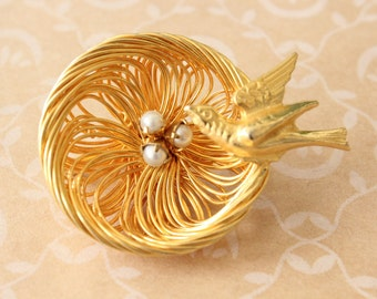 Vintage Bird and Nest Brooch Pin with Faux Peals Gold Tone