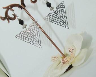 Prints pyramids filigree earrings