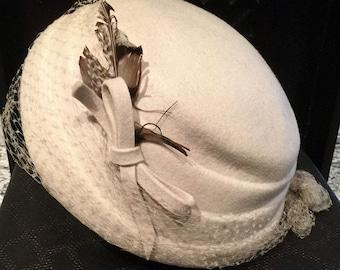 Vintage Pillbox Hat, beigh with feather pillbox hat, veiled pillbox hat, vintage hat