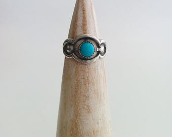 Vintage Sterling Silver Maisels Southwestern Style Round Turquoise Coloured Stone Adjustable Ring