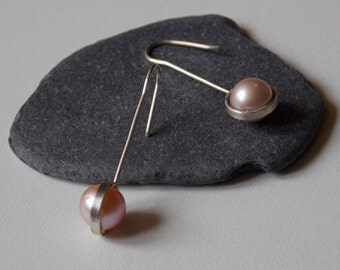 Silver long earrings and pearls of pink culture
