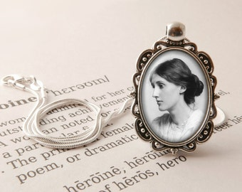 Virginia Woolf Pendant Necklace - Mrs Dalloway Vintage Literary Gift, Feminist Necklace, Library Gift, Virginia Woolf Literary Jewelry