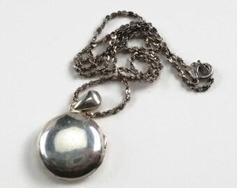 Classic silver photo locket /round locket / picture locket /small photo locket/keepsake necklace /plain locket/sterling silver/love token/