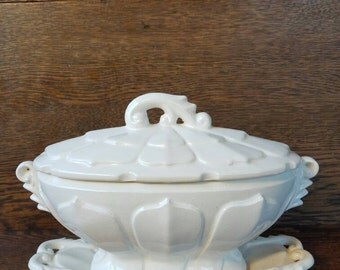 Vintage White Gravy Boat w/ Lid and Underplate- Old Antique Ceramic Gravy Boat- Dishes, Serving, Dining.