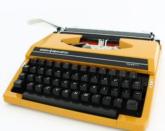 Mustard yellow typewriter, Remington sperry typewriter, Remington Sperry tenfifty, working typewriter, portable typewriter, ochre typewriter