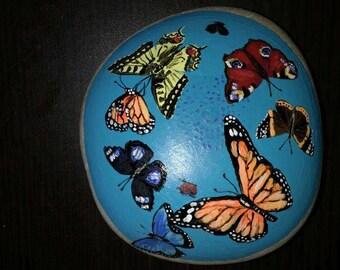 Mandala stone art.mandala rock. Butterfly.butterflays stone.fair trade. Meditation.boho. painted rock.paperwaight.hand painted stone.