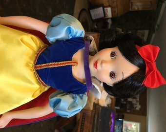 Golden 50th Anniversary SNOW WHITE DOLL Disney Collection Excellent Cond 1987 ~ Limited Edition - Porcelain