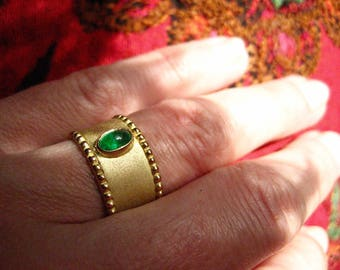 Unique gold, emerald ring
