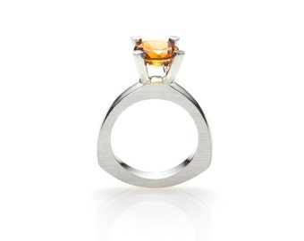 Solitaire ring PUNTATA with medium citrine, rounded triangle, made of sterling silver
