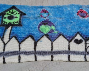 Hand Painted Sock Blank / Voisinage Neighbors bird house white picked fence maison d'oiseaux clôture blanche