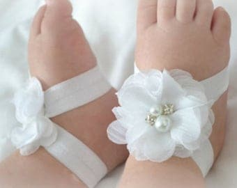 Wickedly Wonderful Barefoot Baby Sandals these do not come with headbands unless ordered with.