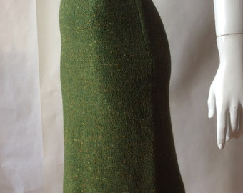 Midcentury boucle knit skirt, 1950's / early 1960's, in olive green speckled with golden yellow and orange, small