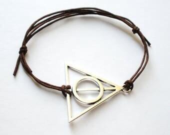SALE -Shiny Silver Triangle Cord Bracelet -Triangle with Circle Bracelet -Waxed Cotton Cord Bracelet -8 colors -Best Friends Bracelet -Epic