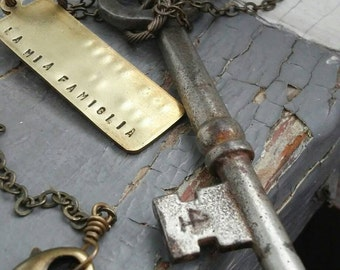 Familia . Four - mens vintage numbered 4 skeleton key, custom stamped tag charm & sealed link chain necklace