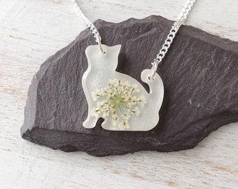 White Cat Necklace, White Flower Cat Shape Resin Pendant, Cat Jewellery, Resin Jewellery, White Jewellery, Pet Animal Jewellery, UK. 934