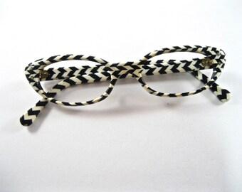 Vintage chevron cat eye glasses. Black and white stripe pattern. Frame France. No lenses. 46-20