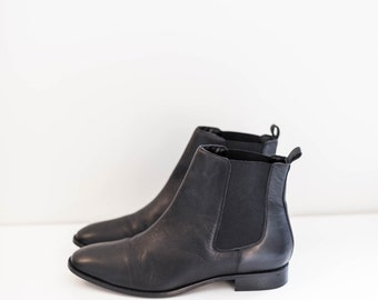 black leather chelsea ankle boots - women's 13 USA - 45 EURO