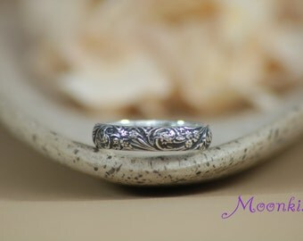 Narrow Wildflowers Wedding Band in Sterling - Silver Florentine Styled Floral Pattern Band - Spring Flower Anniversary Bridal Ring