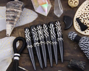 Tribal Batik Bone Dagger Tusk Pendant : Focal Tribal Pendant, Black and White Bohemian Jewelry Making Supplies, Boho, 8.5x65mm, 1 Pendant