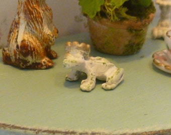 Dollhouse Miniature Frog Figurine