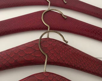 Vintage set of 4 darkred faux leather with snakeprint clothes hangers