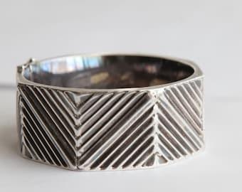 Vintage Sterling Silver  Hinged Bangle Bracelet Octagon -Geometrical Design-Textured - Modern
