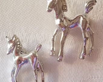 Vintage pair of silver tone frisky colt foal scatter pins brooches