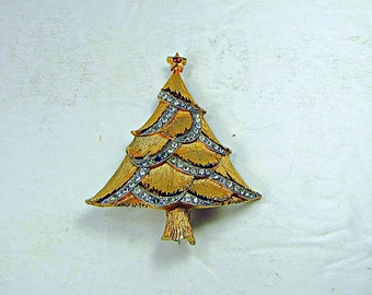 Vintage RHiNESTONE CHRiSTMAS TREE BROOCH Gold Holiday Pin Jewelry Gift Signed JJ