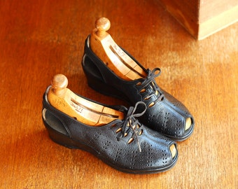 vintage 1940s shoes / 40s black peep toe wedge oxfords / size 5.5