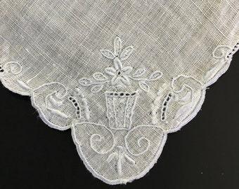 Hand Embroidery Vintage Hankie - White Linen Hankie - Antique Ladies Handkerchief - Bridal Shower Gift - Bridal Hanky - Wedding Accessories