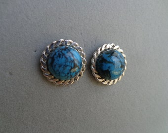 Silver .925 earrings with Turquoise stones.