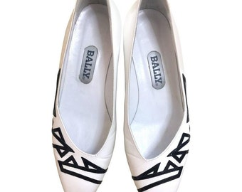 Vintage BALLY white and black leather flat shoes, pumps with geometric design.  US6.5 Made in Italy