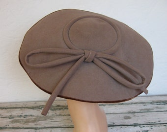 Vintage 1940's Brown Felted Saucer Hat// Cocoa Brown with Bow