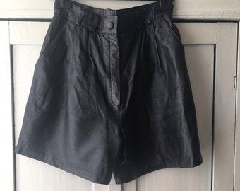 90s black leather bermuda shorts/S/M / skirt Fr 36 / 38