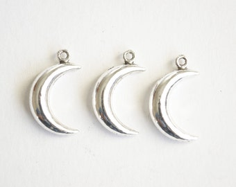 Silver Moon Charm, Crescent Moon Pendant - 10 pieces (339)