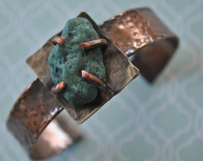 Rustic copper cuff with genuine raw turquoise stone, Hammered copper bracelet, metal work, boho, unisex