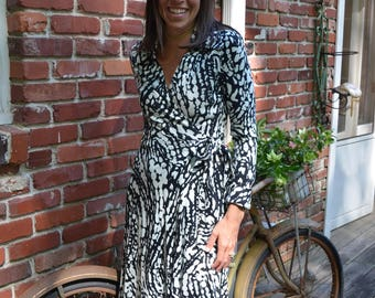 Vintage 70s Hear Say wrap dress in black white print XS / S extra small small