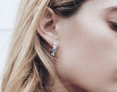 Boucles d'oreilles Pierre de lune / bijoux pierre de lune / Pierre de lune créoles / pierre brute hoops / Pierre hoops / boucles d'oreilles créoles / juin naissance / brut cristal