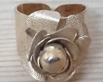 Vintage Rose design Sarah Coventry ring