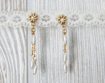 all fleur you | Vintage 80s Gold Tone and Faux Pearl Dainty Dangle Flower Earrings // for pierced ears