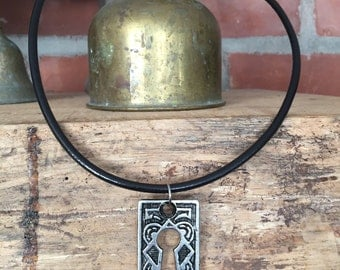 Keyhole Necklace - Leather with Magnetic Clasp