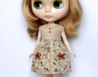 Blythe beige dress with embroidered pockets
