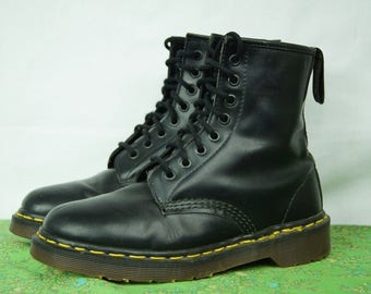 Vintage Doc Marten Black 1460s - Eight-Hole Classic Dr. Marten Boots - Size 5 UK, 6 US Men, 7 US Women - Made in England - D304
