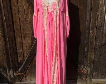 Vintage 1970s Pink Nightgown & Robe Set / Size Small/Medium