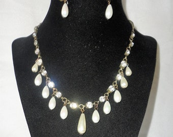 An Elegant Brass Crystals Coated Pearls Necklace Set******